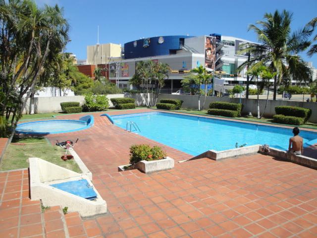 Apartamentos y casas vacacionales en margarita www alaisla net for Casas vacacionales con piscina